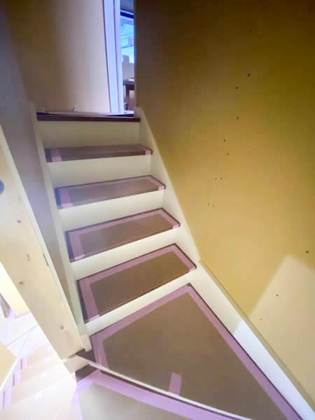 フローリング張り・階段