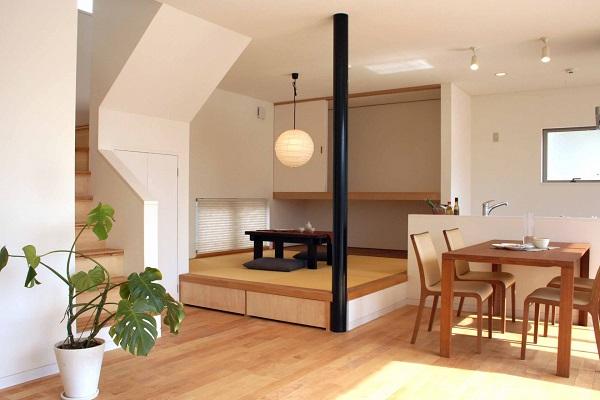 12.階段スペースの活用術。収納や家族の憩いの場に_2