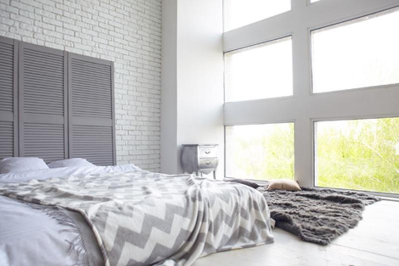 ベッドは高さを出さずにロータイプのものを