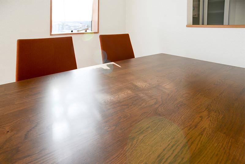 リビング学習にもおすすめ、大きな長方形のテーブル