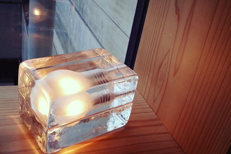 床置きタイプの照明器具