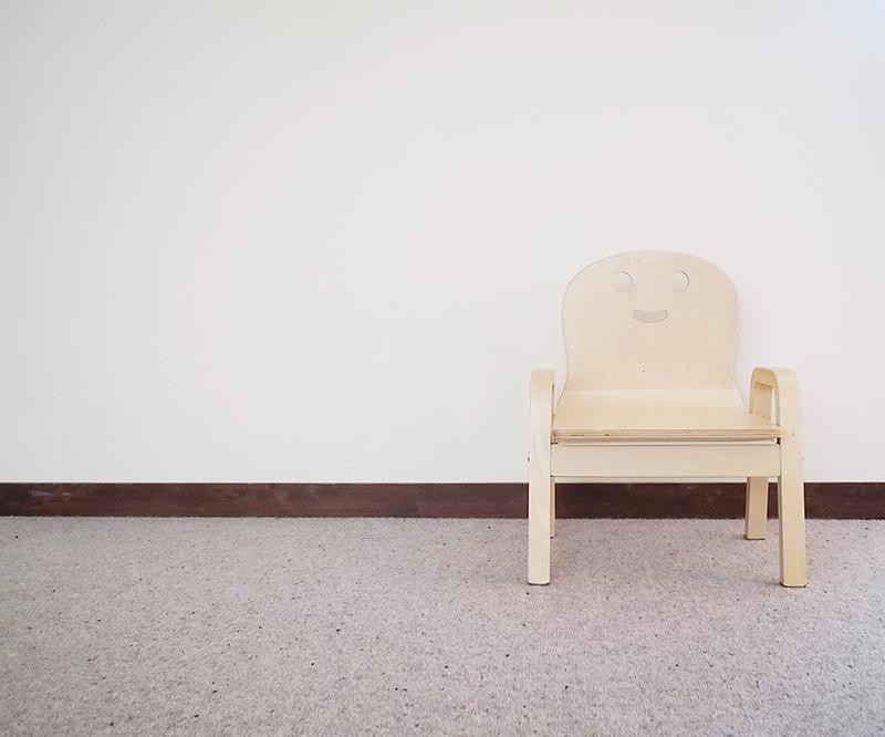 家具やベッドカバーは白を選ぶ
