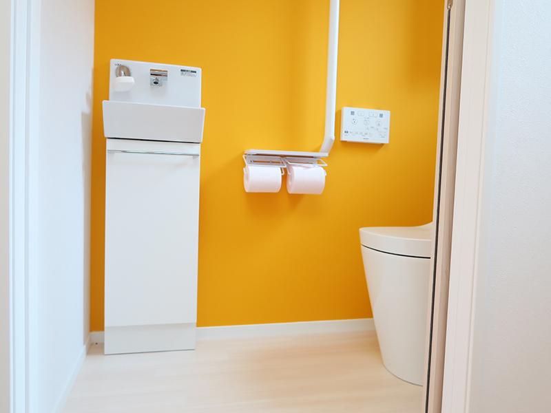 トイレはビタミンカラーで寂しさを半減
